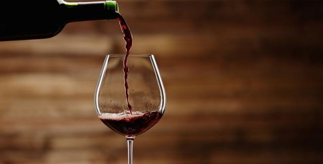 Κρυολόγημα: Πώς βοηθά στην αντιμετώπιση ένα ποτήρι… κόκκινο κρασί