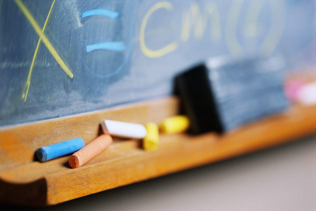 Επίθεση χρυσαυγιτών σε δασκάλους και γονείς Δημοτικού Σχολείου στο Πέραμα