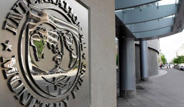 Το ΔΝΤ διαψεύδει την κυβέρνηση για πλεονάσματα-χρέος