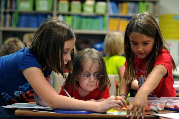 Γυμνασιοποίηση και Αποδασκαλοποίηση του Δημοτικού Σχολείου