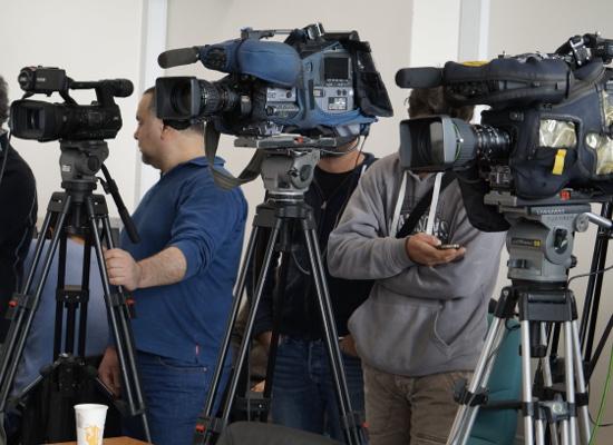 Σε απευθείας μετάδοση η κοινή συνέντευξη τύπου Σίας Αναγνωστοπούλου και Αλέξη Χαρίτση