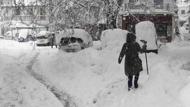 Χιόνια στην Αττική: Δυσκολία για τις μετακινήσεις – Πού υπάρχουν προβλήματα