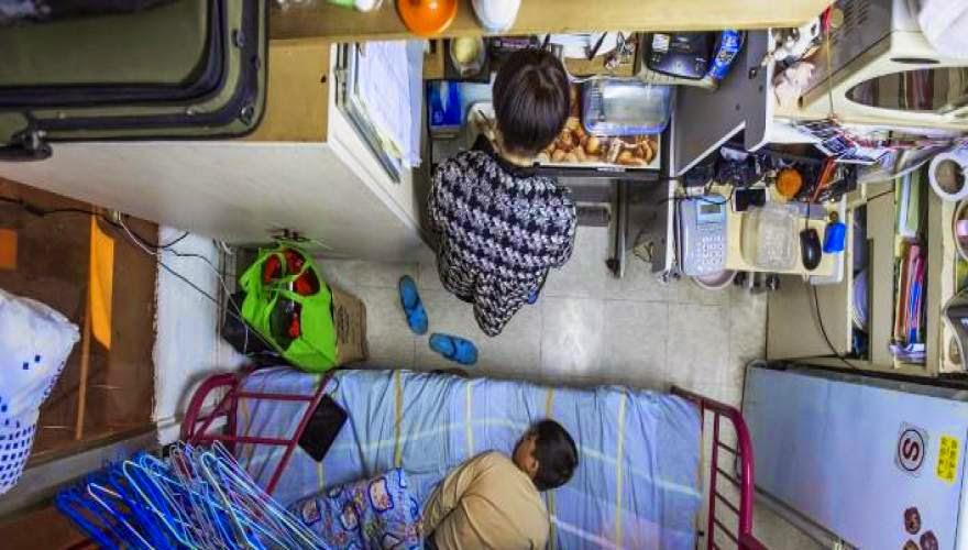 Τα μικροσκοπικά σπίτια όπου ζουν οι κάτοικοι του Χονγκ Κονγκ έχουν μέγεθος κλουβιού κουνελιού (εικόνες)