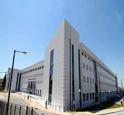 09-03-15 Το Υπουργείο Πολιτισμού Παιδείας και Θρησκευμάτων, με αφορμή την κάλυψη των εξωτερικών τοίχων του Εθνικού …
