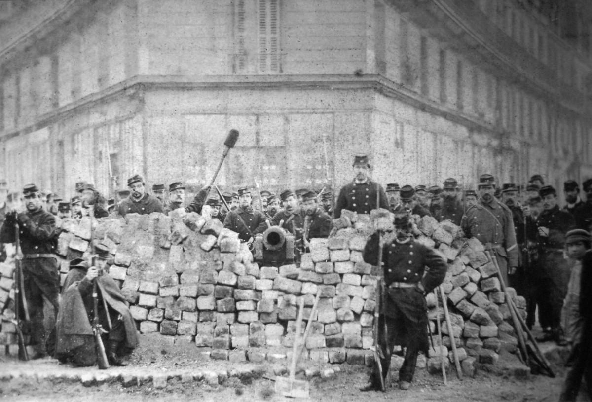 Barricade_Voltaire_Lenoir_Commune_Paris_1871