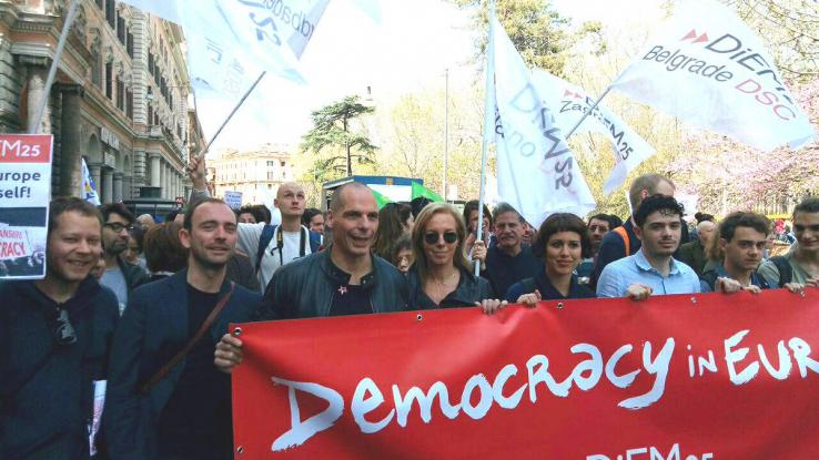 Ρώμη: Βαρουφάκης - Στράτου διαδήλωσαν για την Ευρώπη (Photos) - Media