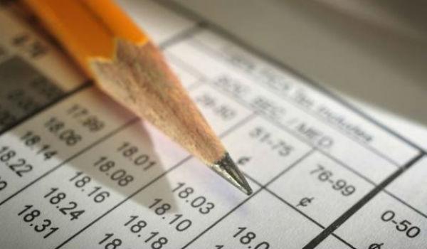 Ελεύθεροι επαγγελματίες: Ποιοι γλιτώνουν φόρο και ποιοι πληρώνουν περισσότερα;