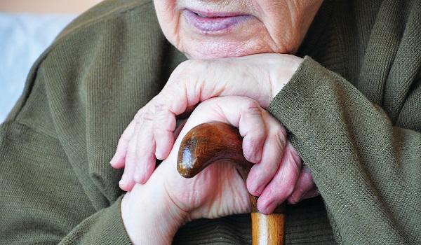 Παρατείνεται για ένα χρόνο η ασφαλιστική κάλυψη για τους ανασφάλιστους υπερήλικες