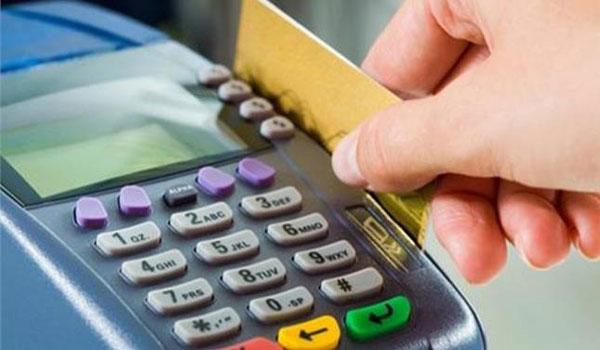 Πλαστικό χρήμα: Οι τιμές, οι προμήθειες και τα πρόστιμα για τα POS