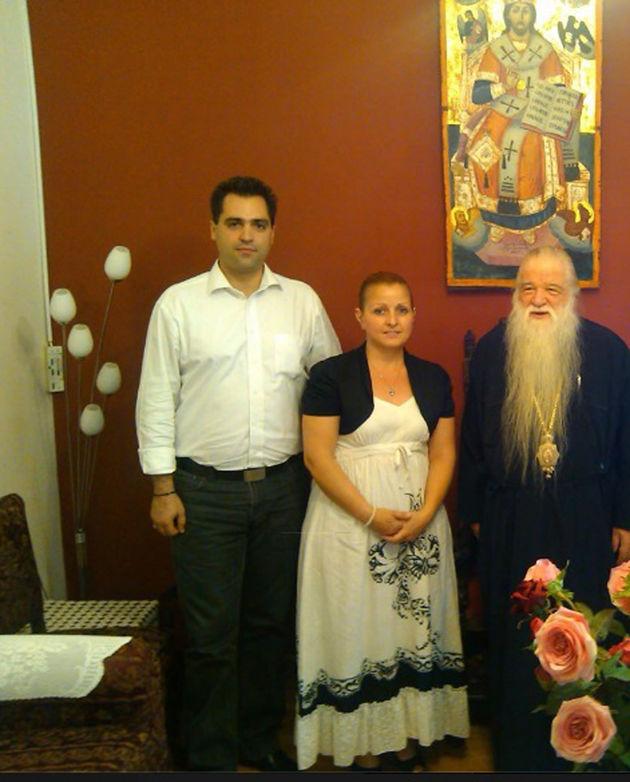 Το ζεύγος Νικοπούλου - Φριτζαλά με τον μητροπολίτη Καλαβρύτων Αμβρόσιο