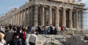 Γιατρός στην Ακρόπολη για τη φροντίδα τουριστών και υπαλλήλων