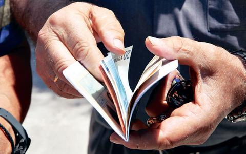 Συντάξεις: Ιδού τα νέα ποσά σε ΙΚΑ - ΟΑΕΕ - Δημόσιο (πίνακες)