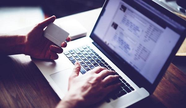 Βρετανία: Το νομοσχέδιό του για την φορολόγηση των κολοσσών του διαδικτύου