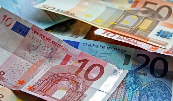 Πώς μπορείτε να μεταφέρετε άμεσα χρήματα σε έναν λογαριασμό
