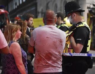 """Λονδίνο: Ο """"άγγελος"""" που έσωσε πάνω από 20 ανθρώπους από τους τρομοκράτες"""