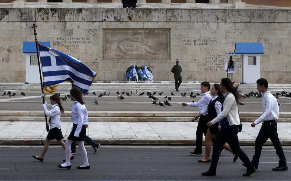 ΣΥΡΙΖΑ για επιλογή σημαιοφόρων: Σε πανικό ΝΔ και Κεραμέως