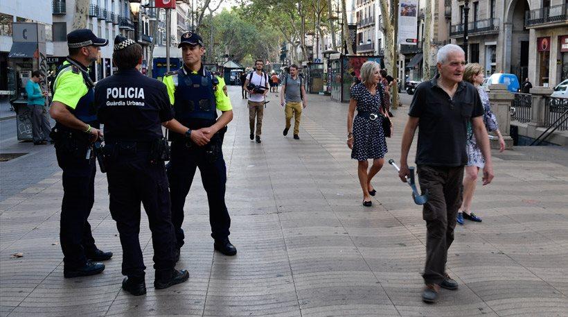 Βαρκελώνη: Ακόμα δεν έχουν βρει τον οδηγό του βαν που σκότωσε 13 και τραυμάτισε 126