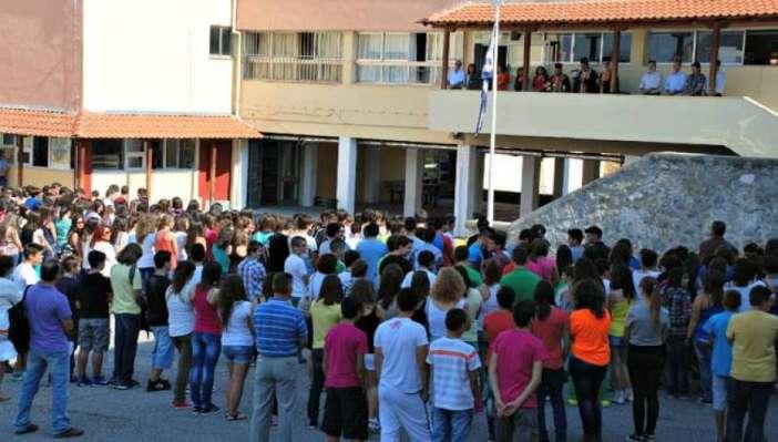 Πώς ο Πρόεδρος της Δημοκρατίας διέσωσε την προσευχή στα σχολεία