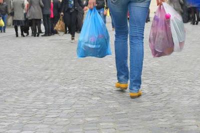 Τέλος η δωρεάν πλαστική σακούλα από σούπερ μάρκετ