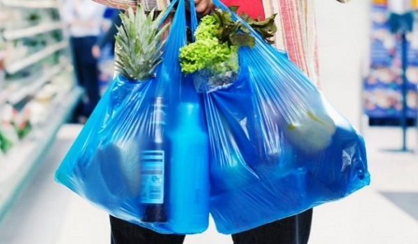 Πρόστιμα έως 5.000 ευρώ στα καταστήματα για τις πλαστικές σακούλες