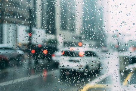 Καιρός: «Χτύπησε» και την Αττική η κακοκαιρία Κίρκη - Μέχρι πότε θα συνεχιστούν οι βροχές