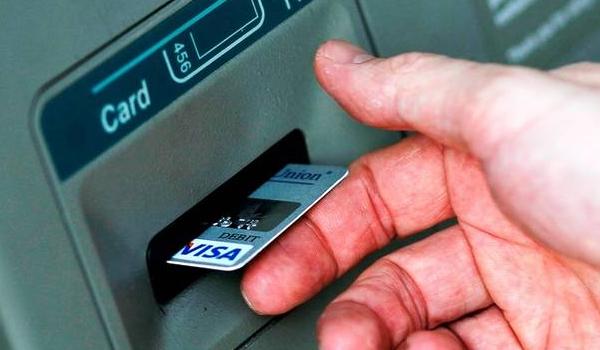 Πληρωμές με κάρτες: Τι προβλέπει ο νέος κανονισμός της ΕΕ