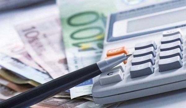 Ελεύθεροι επαγγελματίες: Αυτές είναι οι νέες εισφορές για τα «μπλοκάκια»