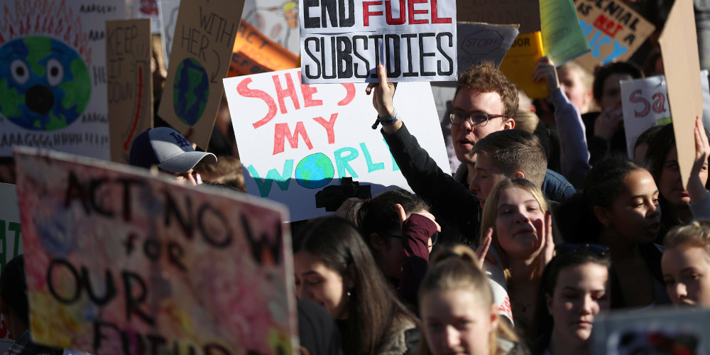Βρετανία: Χιλιάδες μαθητές απείχαν από τα μαθήματα για να διαδηλώσουν για το κλίμα
