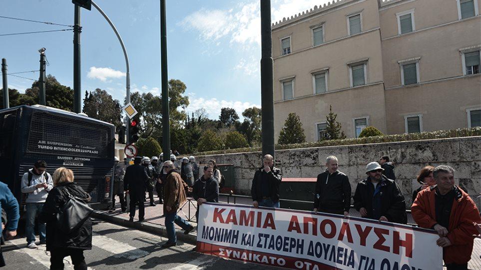 Συγκέντρωση και πορεία του ΠΑΜΕ στο κέντρο της Αθήνας  – Ανάμεσά τους και εκπαιδευτικοί