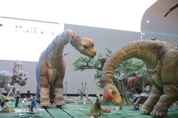 """Ο Λαρισαίος """"Κύρος Γρανάζης"""" μηχανικός γιγάντιων ρομποτικών δεινοσαύρων στην Κίνα"""