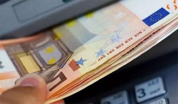 Έως τα 3 ευρώ θα φτάσει η προμήθεια για αναλήψεις μετρητών μέσω ΑΤΜ
