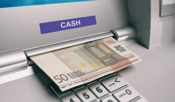 ΑΤΜ: Πόσα θα κρατάνε για αναλήψεις μετρητών και σε ποιά περίπτωση – Τι αλλάζει
