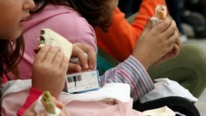 ΟΠΕΚΑ: Διευκρινίσεις για το πρόγραμμα των σχολικών γευμάτων