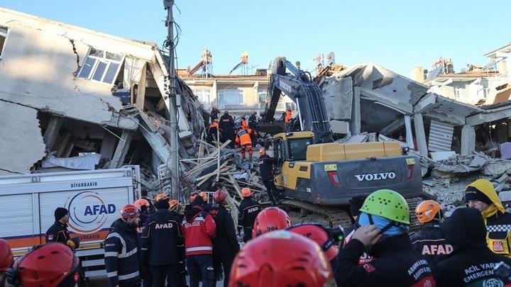 Σεισμός Τουρκία: Τουλάχιστον 21 νεκροί, στους 1.030 οι τραυματίες