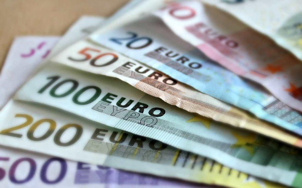 Επίδομα 800 ευρώ: Επεκτείνονται οι δικαιούχοι – Ποιές είναι οι νέες κατηγορίες