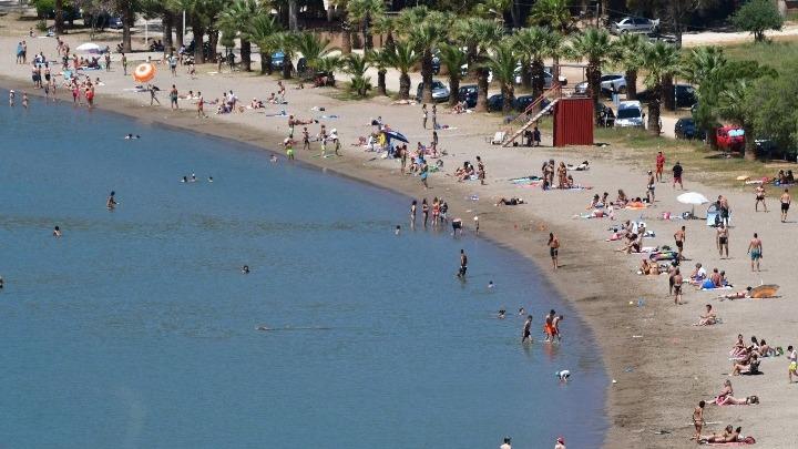 Γεμίζουν οι παραλίες – Λιμενικό: Ποιοί πρέπει να προσέχουν