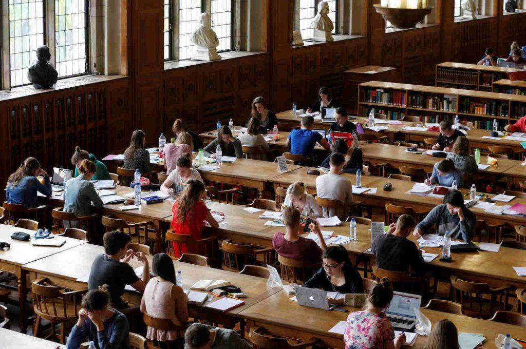 Μετεγγραφές φοιτητών: Τι ισχύει με τον φετινό νόμο περί μετεγγραφών αδελφών-φοιτητών