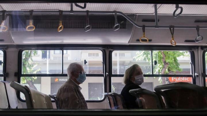 Κορονοϊός: Πώς να προστατευτείτε από τον ιό στα ΜΜΜ