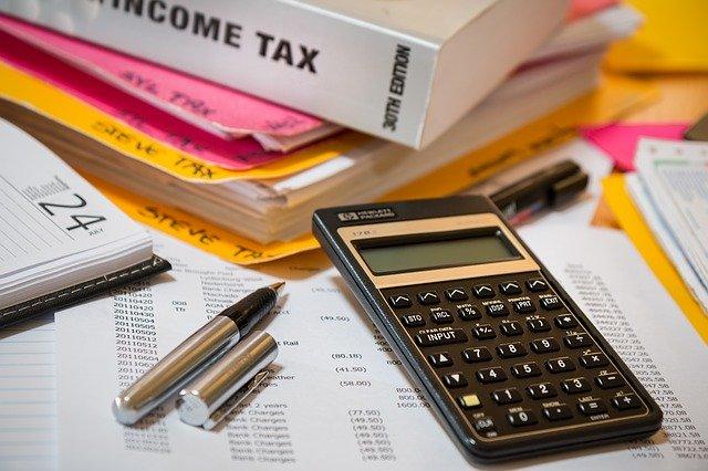 Κορονοϊός: Μειώσεις σε φόρο εισοδήματος, εισφορά αλληλεγγύης, τέλος επιτηδεύματος
