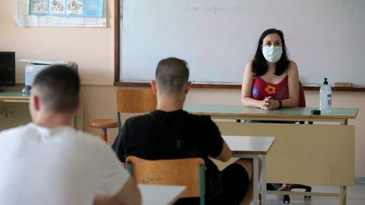 Εκπαιδευτικοί: «Να μην καταργηθεί η δεύτερη γλώσσα από τα λύκεια»