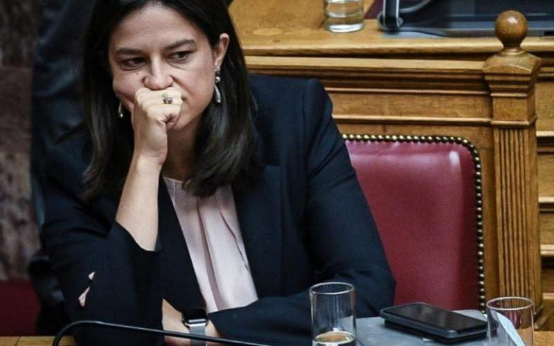 Αναπληρωτές: Η απάντηση Κεραμέως στη Βουλή για το παράβολο ΑΣΕΠ