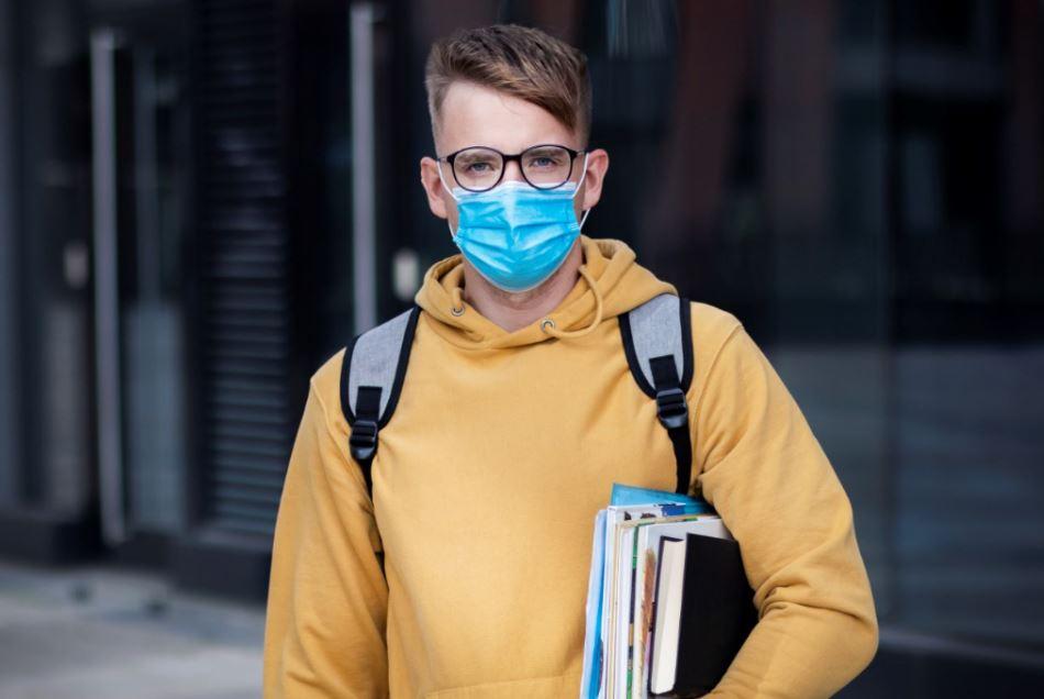 Σχολεία: Με πόσες μάσκες ανά μαθητή αρχίζουν τα σχολεία - Τι θα ισχύσει