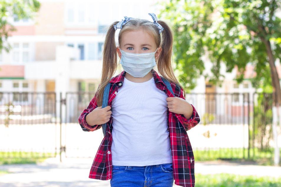 Άνοιγμα σχολείων: Τι λένε οι ειδικοί για τη χρήση μάσκας στα σχολεία