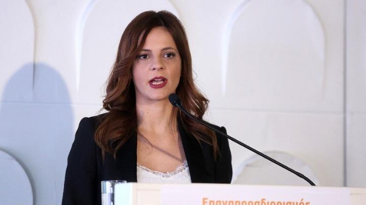 Ε. Αχτσιόγλου: «Μέτρα ύφεσης, λουκέτων και ανεργίας»