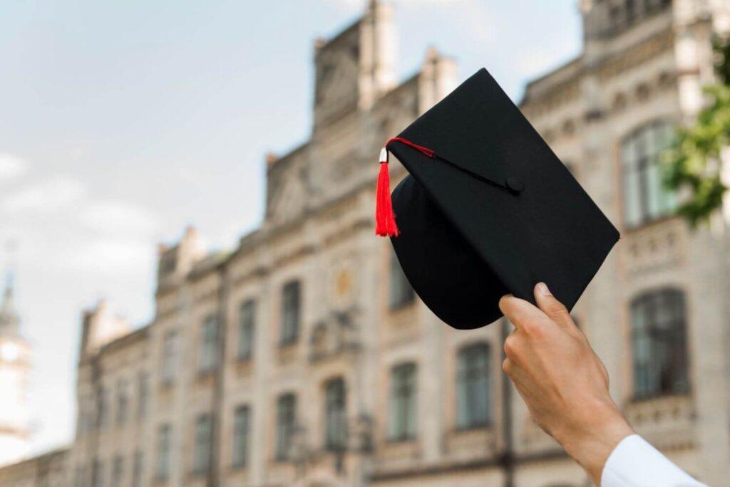 Έντονες αντιδράσεις  για την εγγραφή αποφοίτων κολεγίων σε επαγγελματικούς φορείς