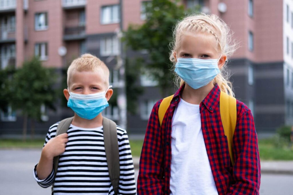 Κορονοϊός: Δραματική αύξηση κρουσμάτων στα παιδιά – Έρχονται νέες οδηγίες για σχολεία και καραντίνα