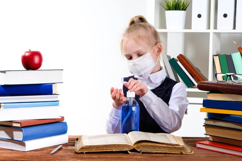 Πώς η αύξηση κρουσμάτων φέρνει πίσω άνοιγμα σχολείων και καταστημάτων