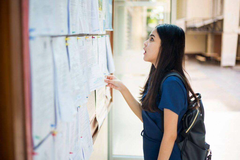 Μαθητική επιτροπή ΚΝΕ: Πάρτε πίσω εδώ και τώρα τις εξαγγελίες αλλαγής για τις Πανελλήνιες εξετάσεις