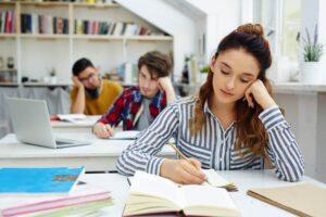 Σχολεία: Μαθήματα σε αργίες και γιορτές - Πότε θα γίνεται οριστική διαγραφή σε φοιτητές
