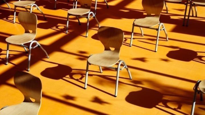 ΟΙΕΛΕ: Εν μέσω εορτών, εκπαιδευτικοί συναθροίζονται σε ιδιωτικά σχολεία για αγγαρείες!